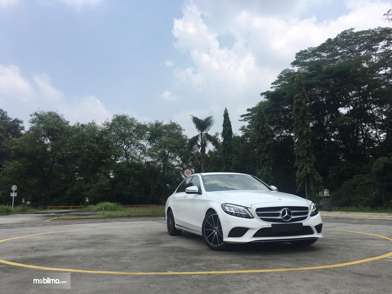 Gambar mobil baru Mercedes-Benz C200 EQ Boost Avantgrade 2019