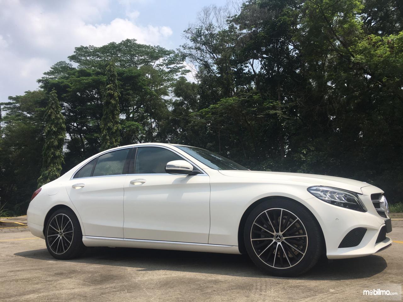 Gambar desain baru Mercedes-Benz C200 EQ Boost Avantgrade 2019