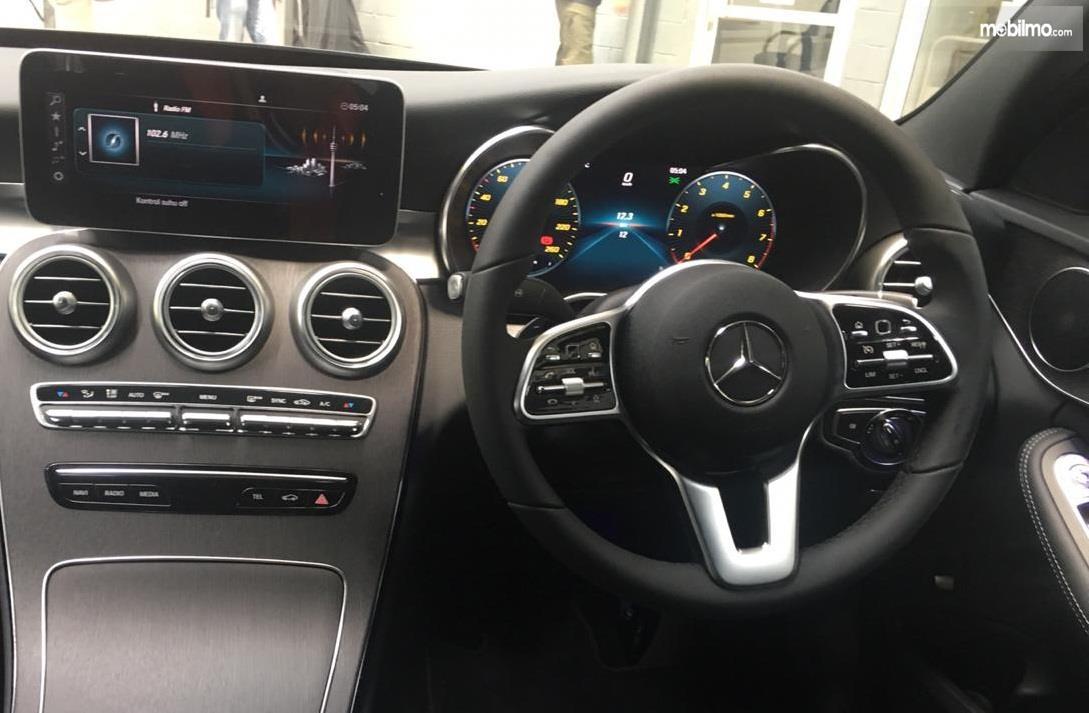 Gambar kemudi Mercedes-Benz C200 EQ Boost Avantgrade 2019