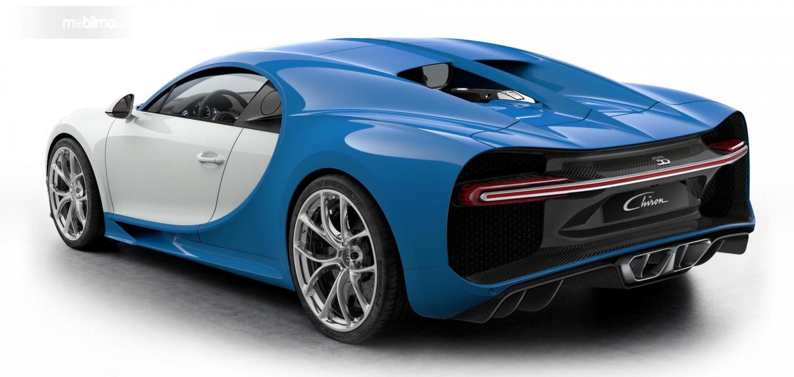 Foto Bugatti Chiron tampak dari belakang