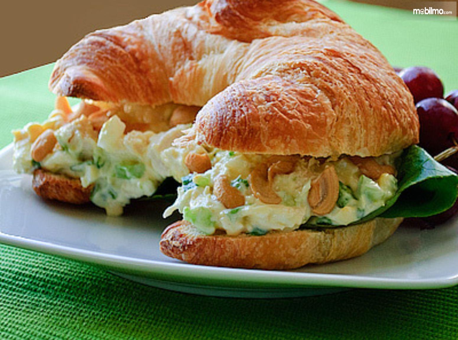 Foto sandwich dingin siap saji