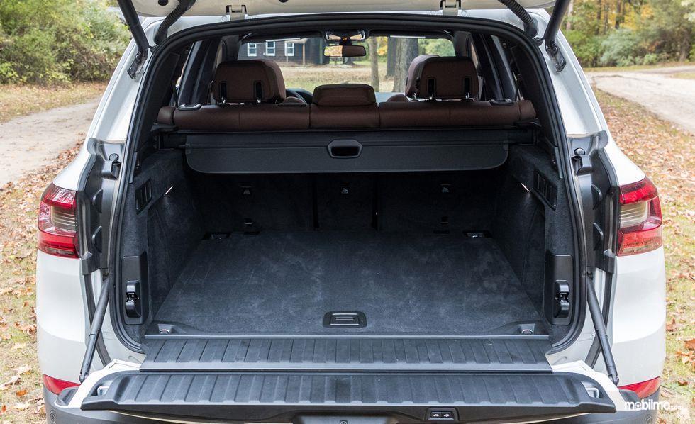 bagasi BMW X5 2019 berwarna hitam