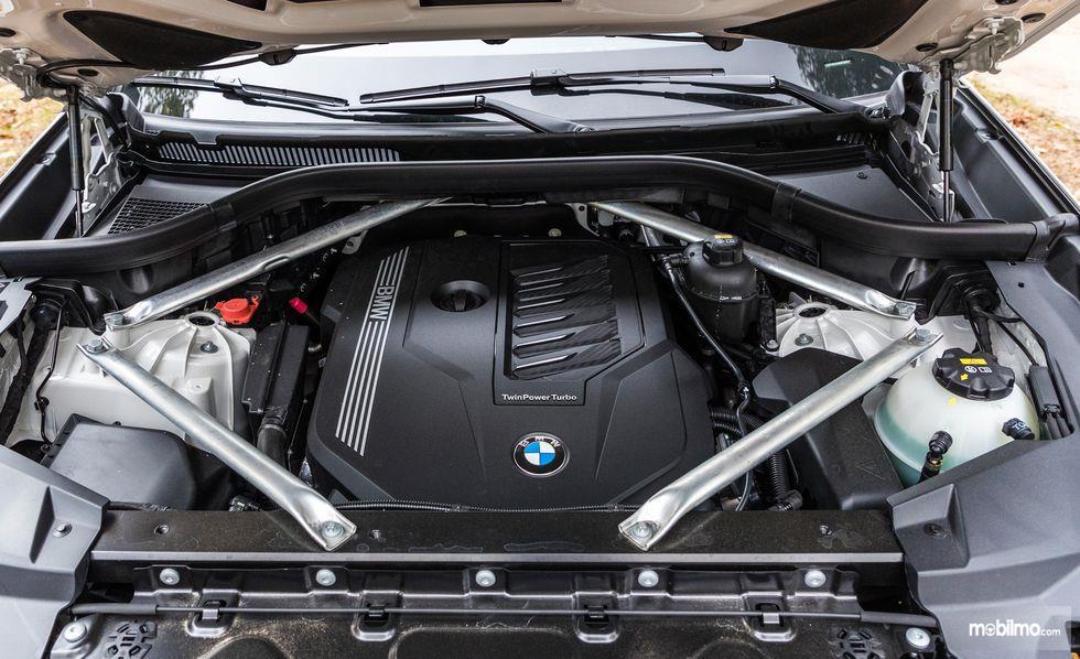 bagian dalam mesin BMW X5 2019