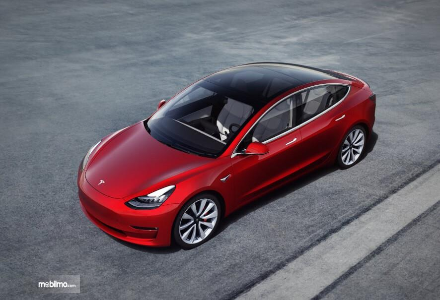Foto Tesla Model 3 tampak dari atas