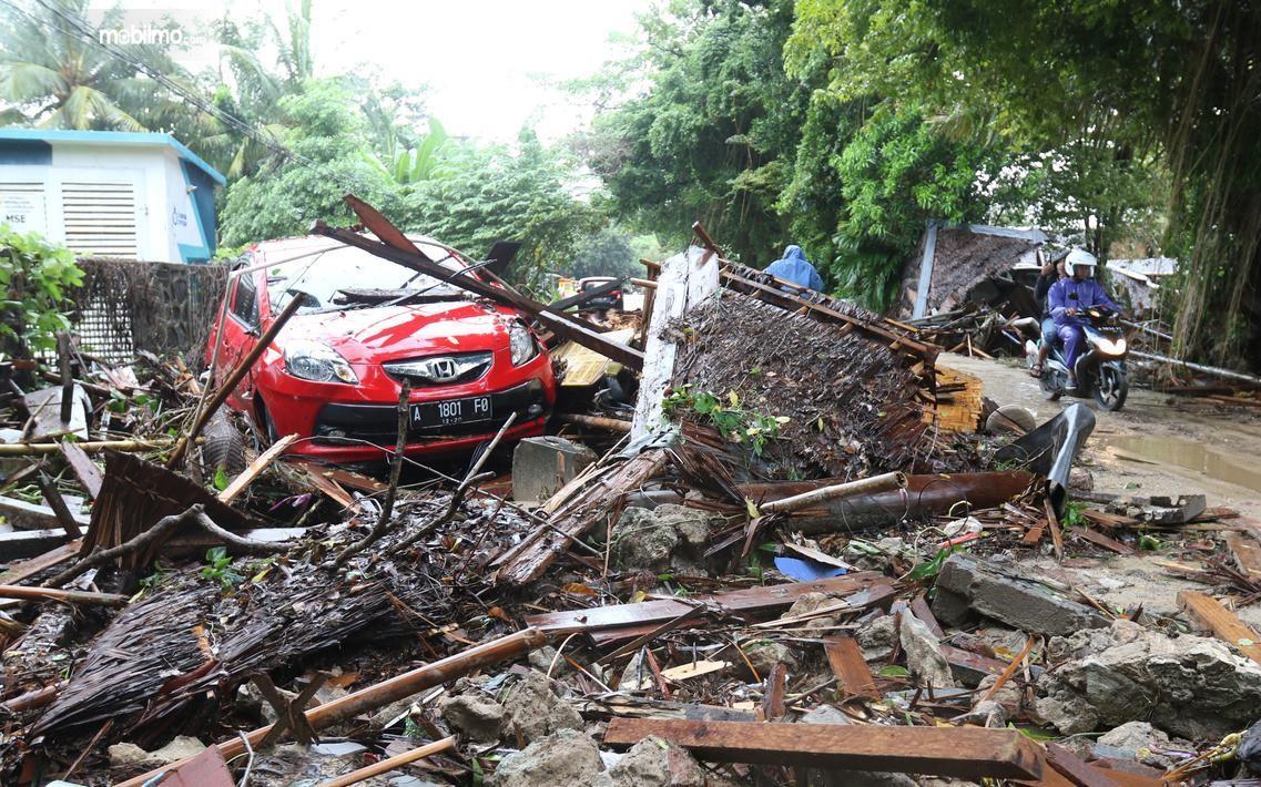 Foto mobil Honda terdampak Tsunami Selat Sunda