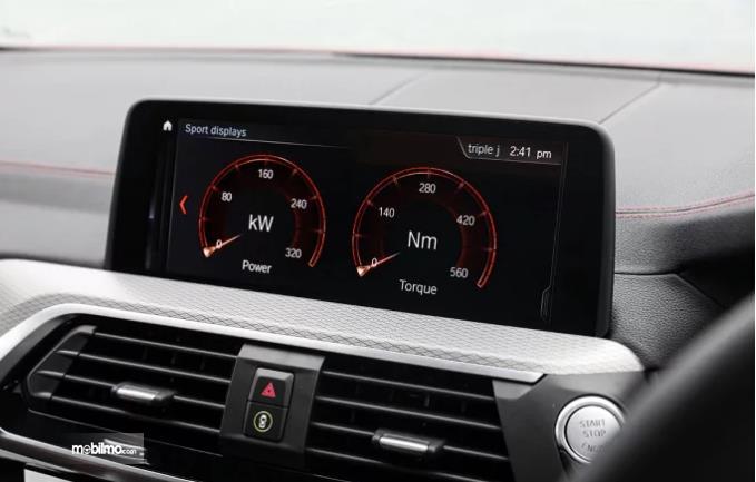 layar infotainment BMW X4 2019 berwarna hitam