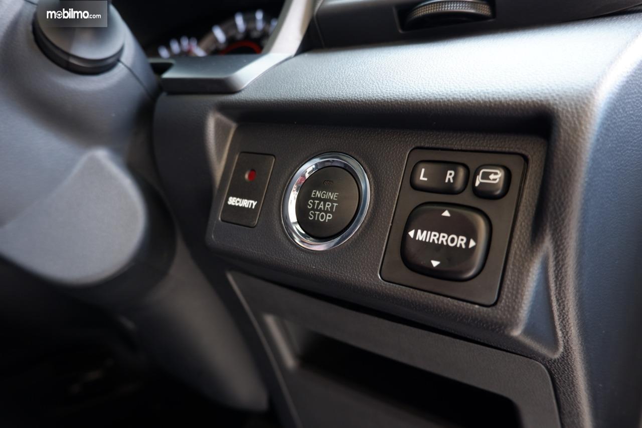 fitur start/stop Toyota Avanza Veloz 2019 berwarna hitam