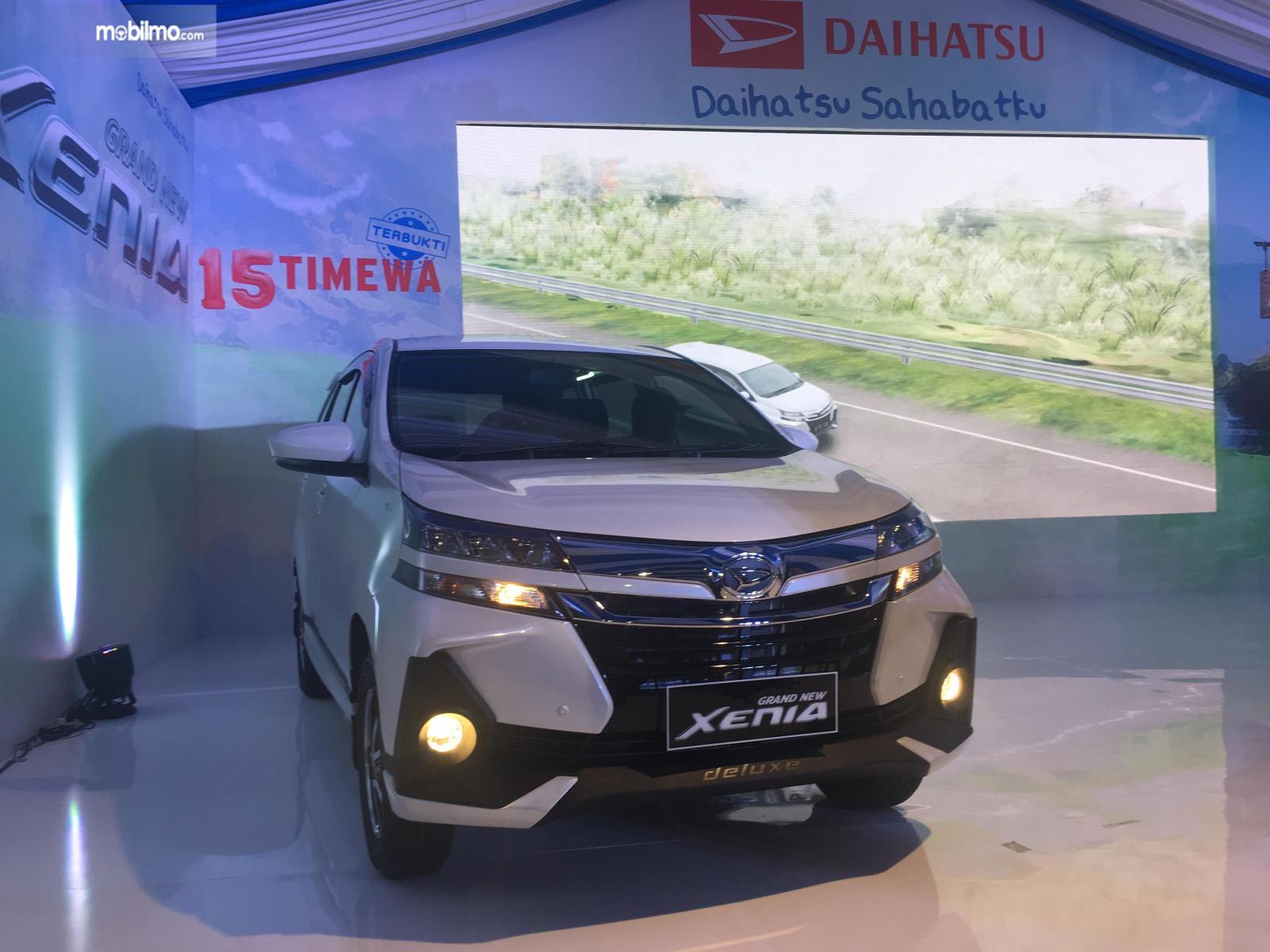 Tampilan depan mobil Daihatsu Grand New Xenia R M/T 1.5 Deluxe 2019