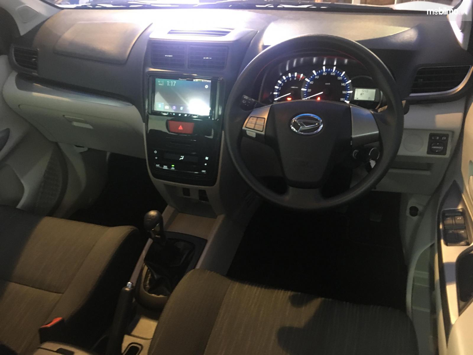 Tampak Layout dasbor Daihatsu Grand New Xenia R M/T 1.5 Deluxe 2019