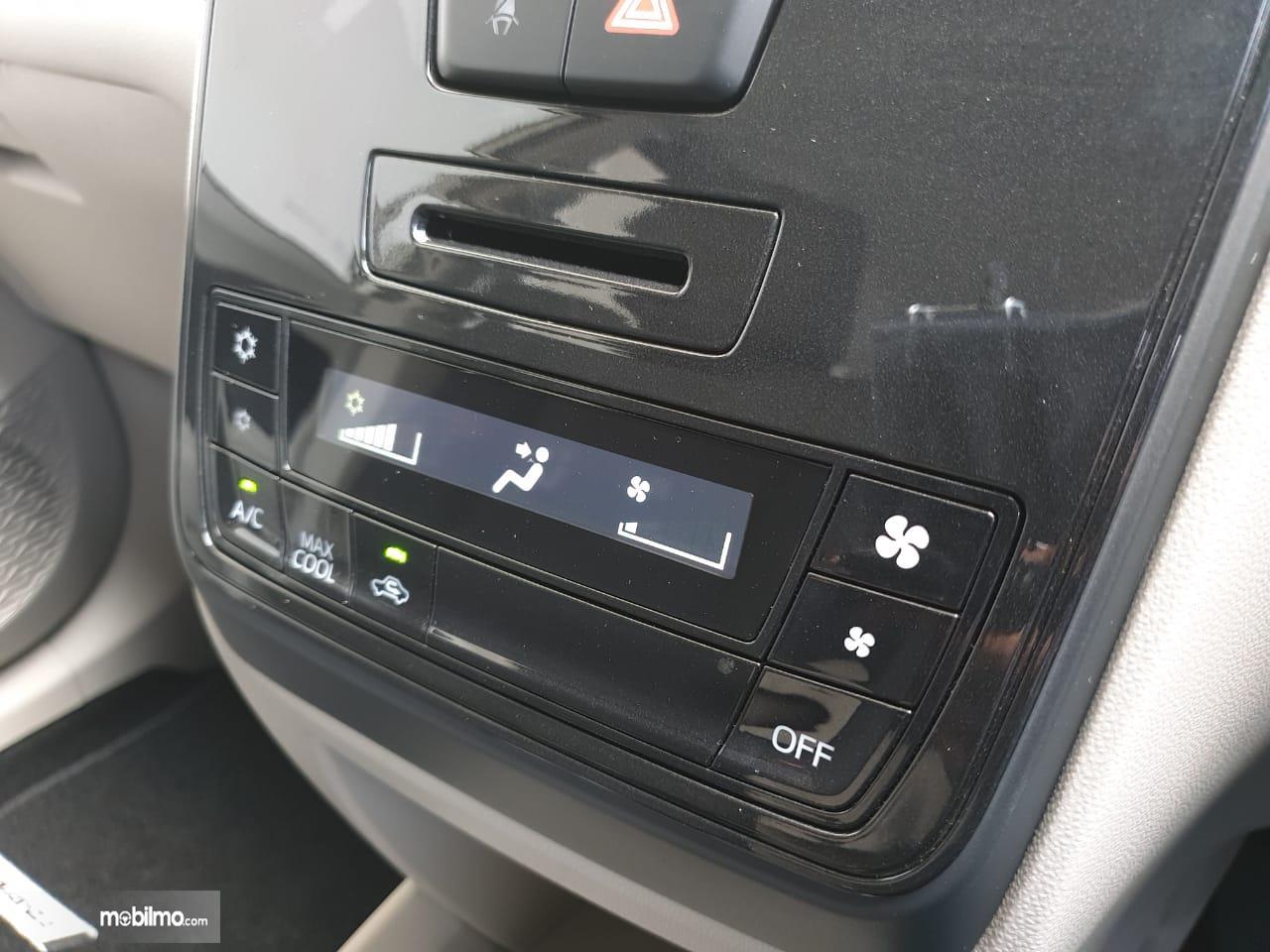Tampak Pengatur AC digital di New Toyota Avanza 1.5 G M/T 2019