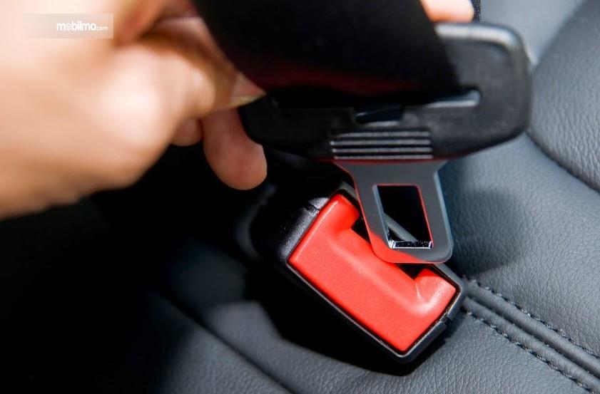Gambar sabuk pengaman pada mobil