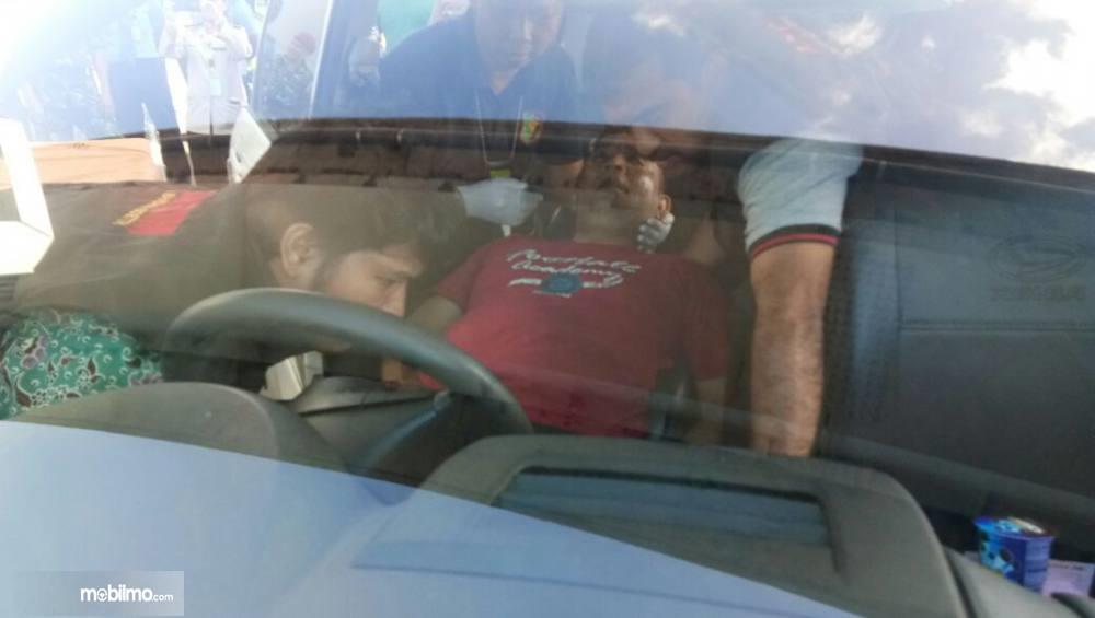 Seorang pria ditemukan meninggal dunia di dalam mobil