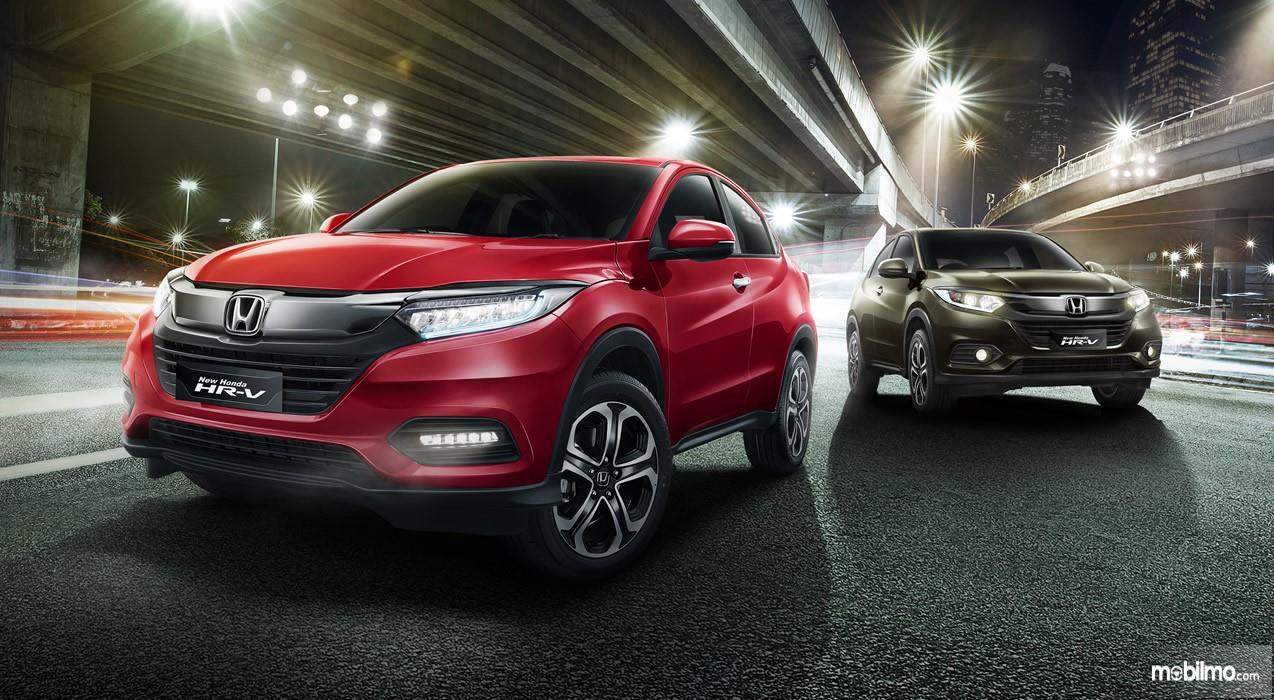 Foto Honda HR-V warna merah hitam