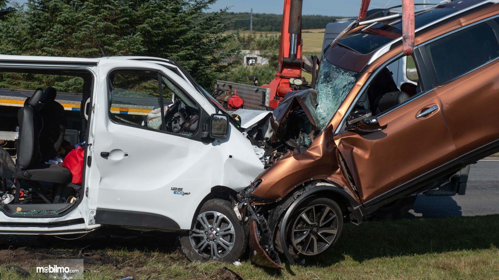 Foto dua mobil bertabrakan di Skotlandia