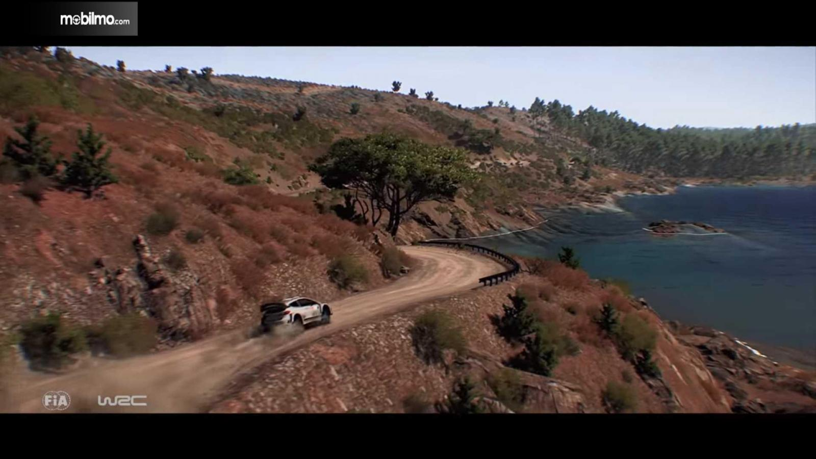 grafis menawan WRC 8 dengan mobil balap di daerah tebing