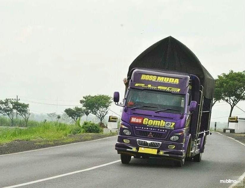 Aksi truk goyang kapten oleng