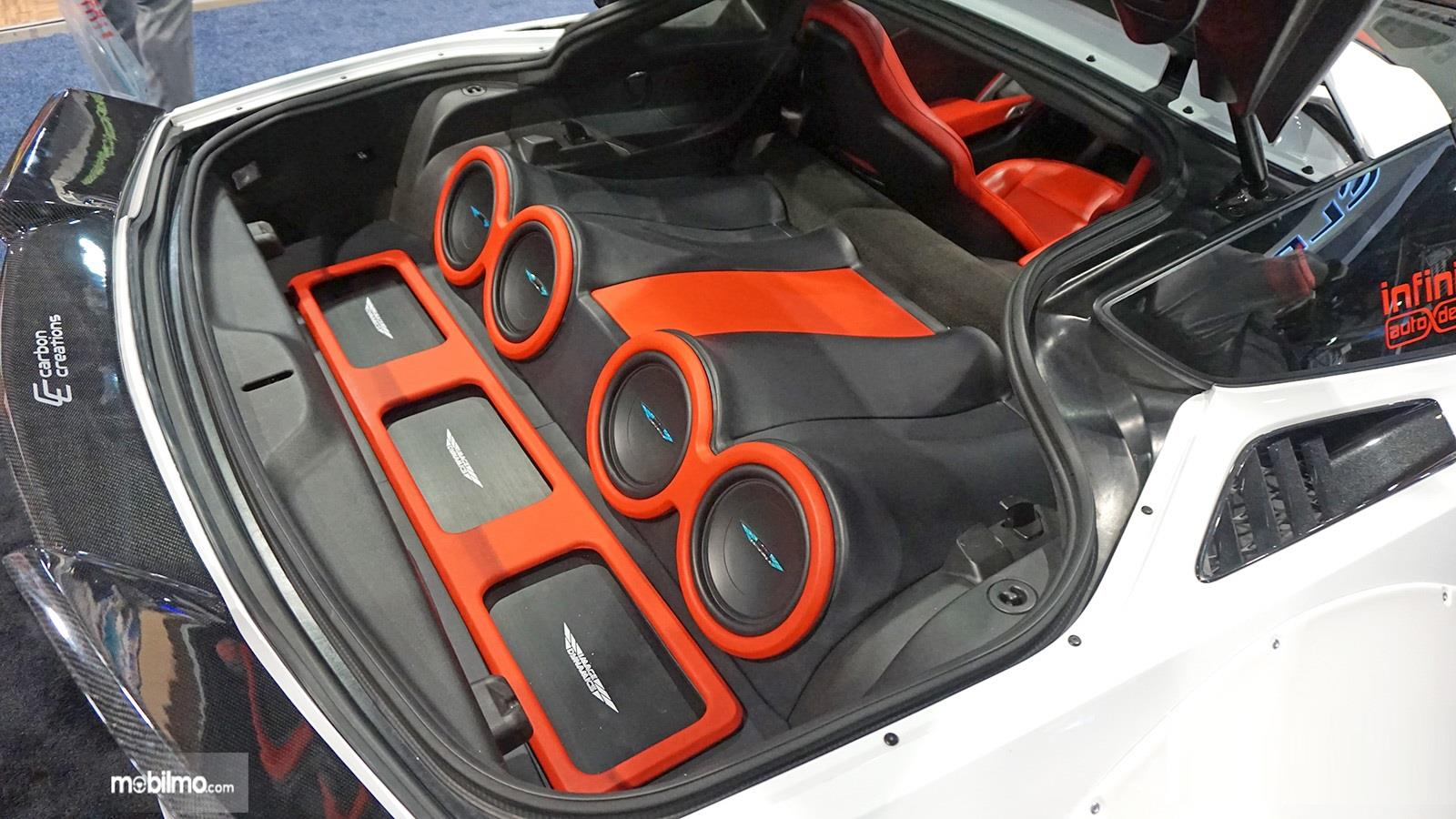 Foto sistem audio mobil yang telah dimodifikasi