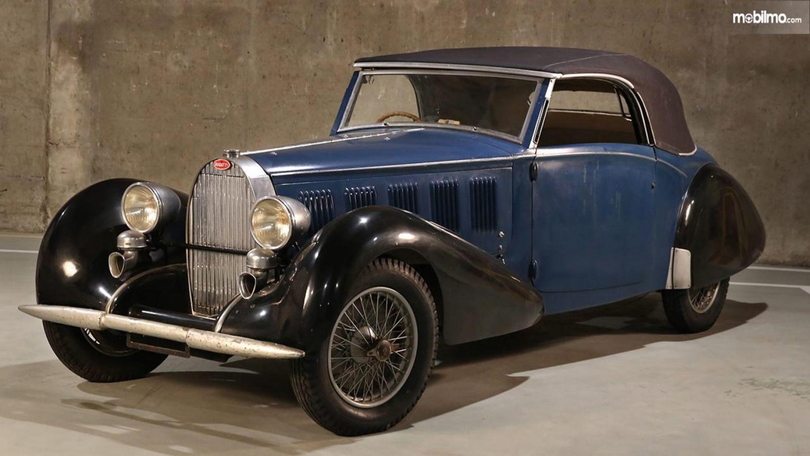 Bugatti Type 57 1937 berwarna biru gelap
