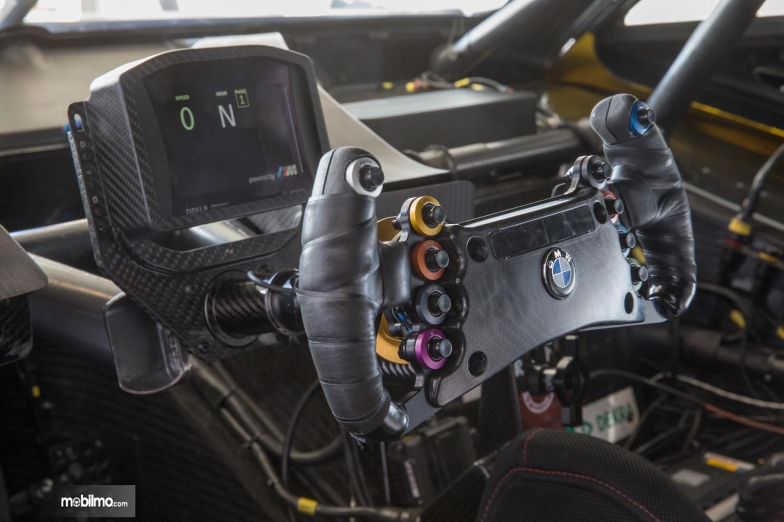Gambar menunjukkan bagian Setir BMW M4 DTM 2019