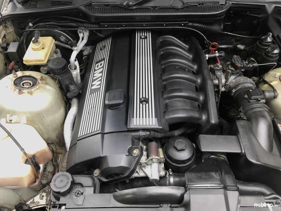 Tampak Mesin BMW M52B25 di BMW 323i E36
