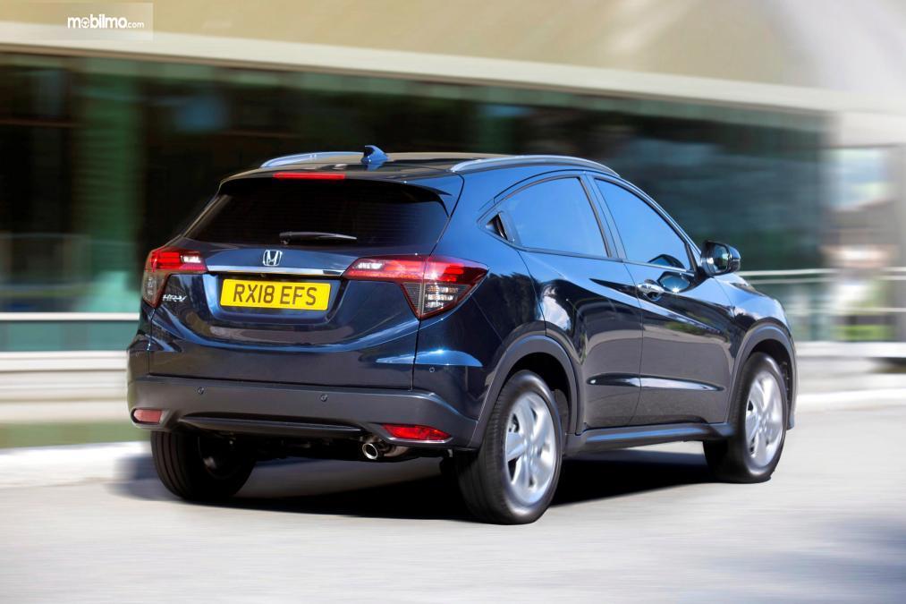 tampilan belakang Honda HR-V Sport Turbo 2019 berwarna hitam