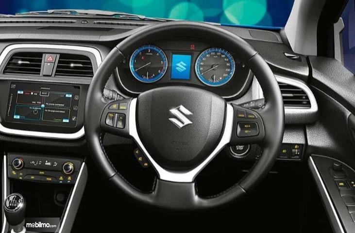 kemudi Suzuki SX4 S-Cross 2018 berwarna biru
