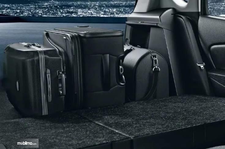 bagasi Suzuki SX4 S-Cross 2018 berwarna hitam