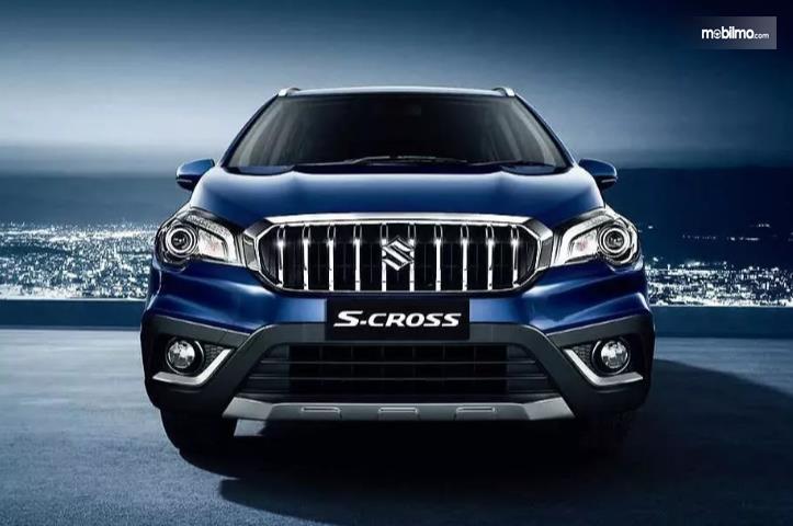 tampilan depan Suzuki SX4 S-Cross 2018 berwarna biru