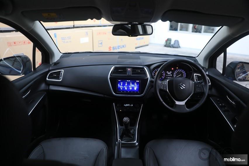 dasbor Suzuki SX4 S-Cross 2018 berwarna hitam
