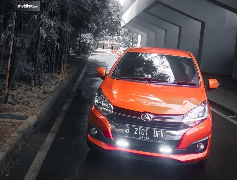 mobil baru Daihatsu Ayla 1.2 R 2018 berwarna orange