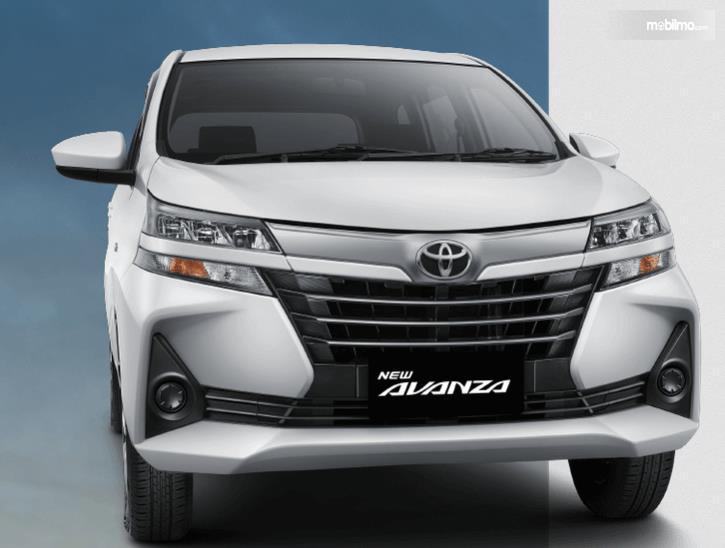 Gambar ini menunjukkan Toyota New Avanza 2019 warna putih tampak bagian depan