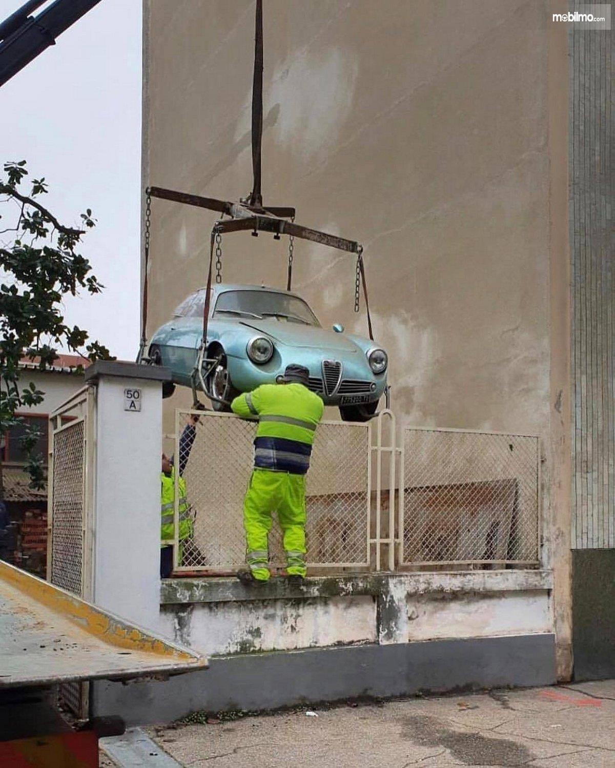 Foto Alfa Romeo Giulietta Sprint Zagato saat dievakuasi