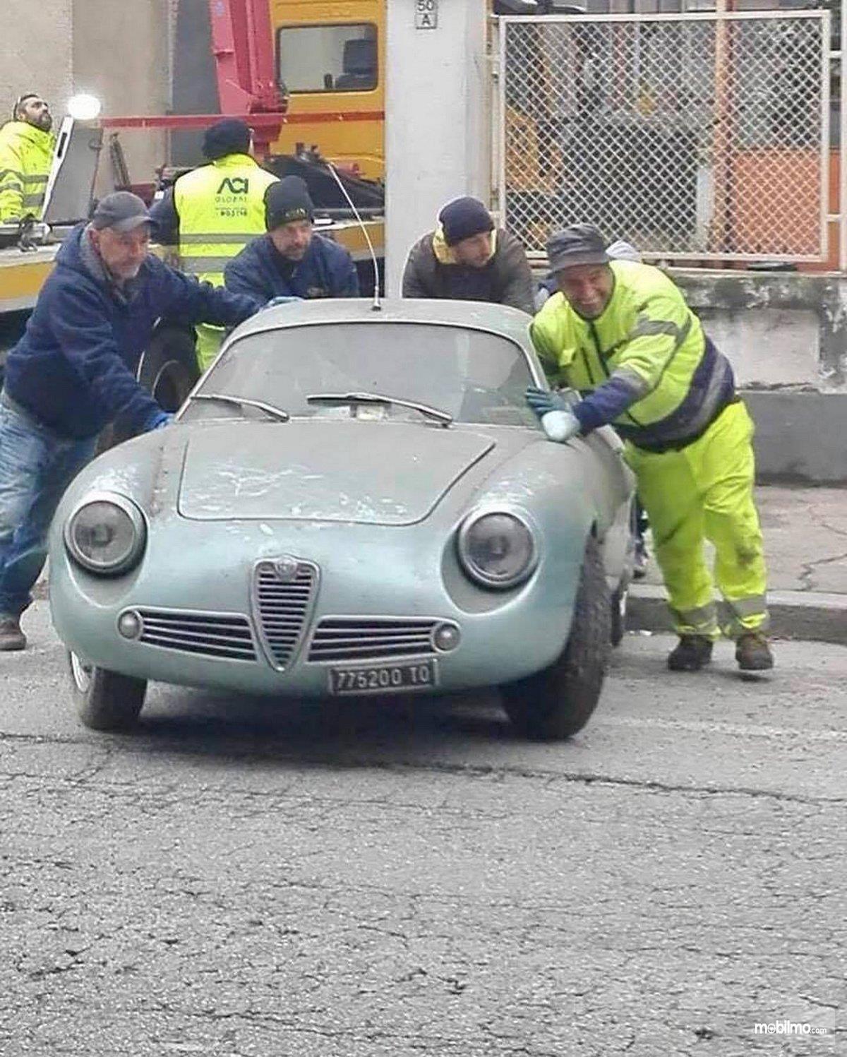 Foto Alfa Romeo Giulietta Sprint Zagato (SZ) tampak dari depan