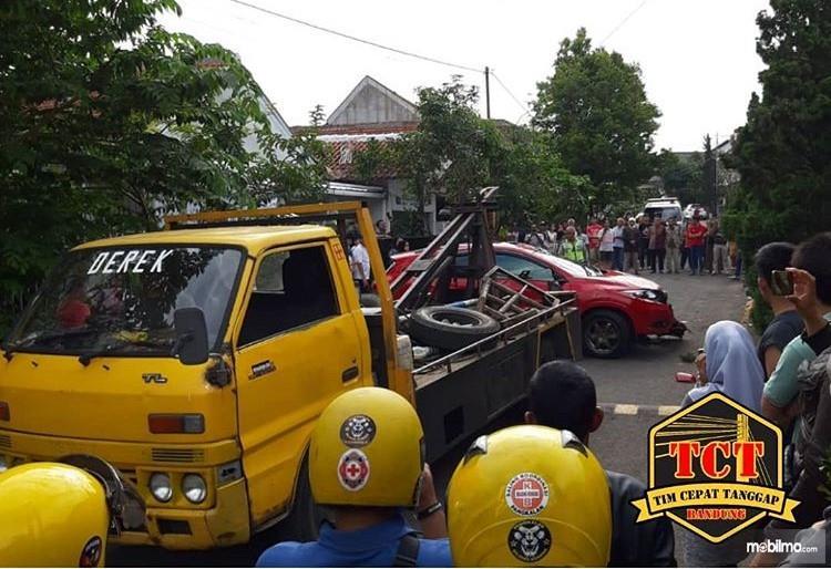 Foto Honda HR-V dievakuasi