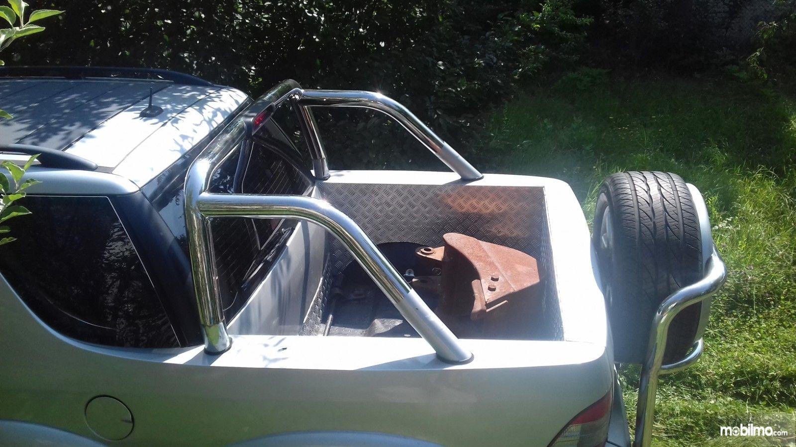 Foto modifikasi Mercedes-Benz ML tampak bak bagian belakang