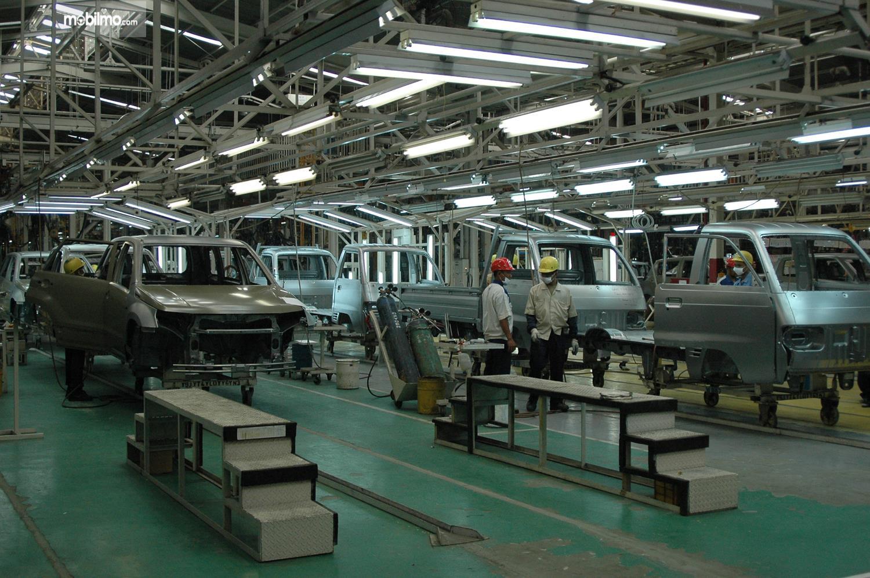 Foto proses Perakitan Suzuki Carry di pabrik Suzuki