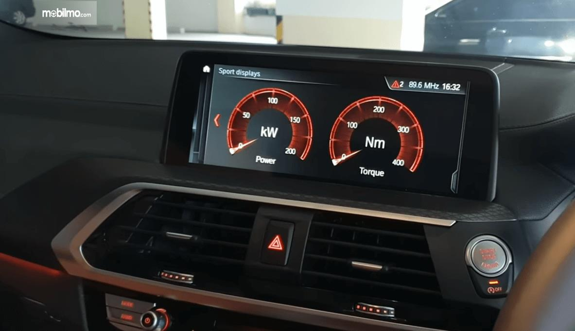 Gambar ini menunjukkan layar pada head unit All New BMW X4 2019