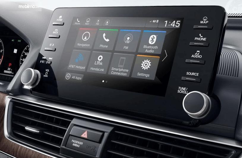 Gambar ini menunjukkan fitur pada mobil Honda Accord Turbo 2019