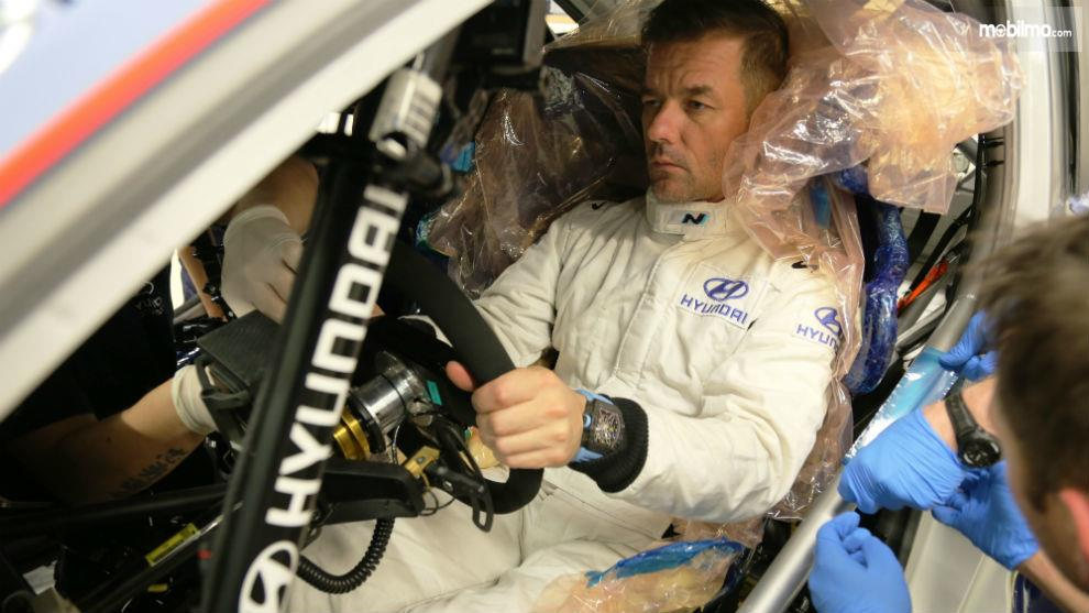 Gambar menunjukkan Posisi mengemudi Hyundai i20 Coupe WRC 2019