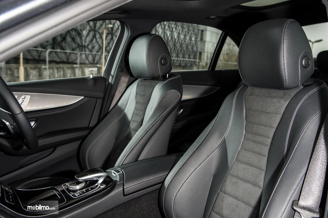 Kursi Mercedes Benz E 350 EQ 2019 terkenal sangat nyaman untuk diduduki