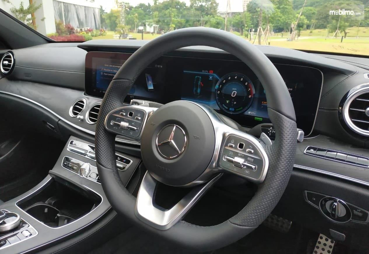 Setir Mercedes Benz E 350 EQ 2019 terasa nyaman ketika digenggam