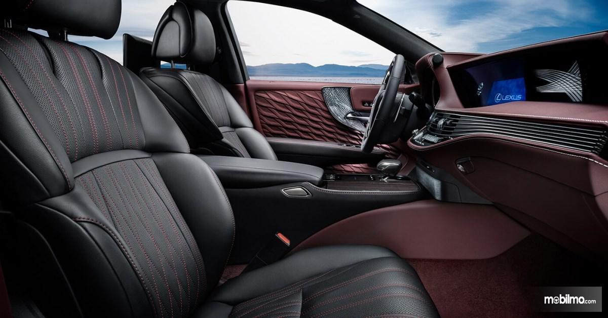 Foto interior mobil yang bersih dan terawat