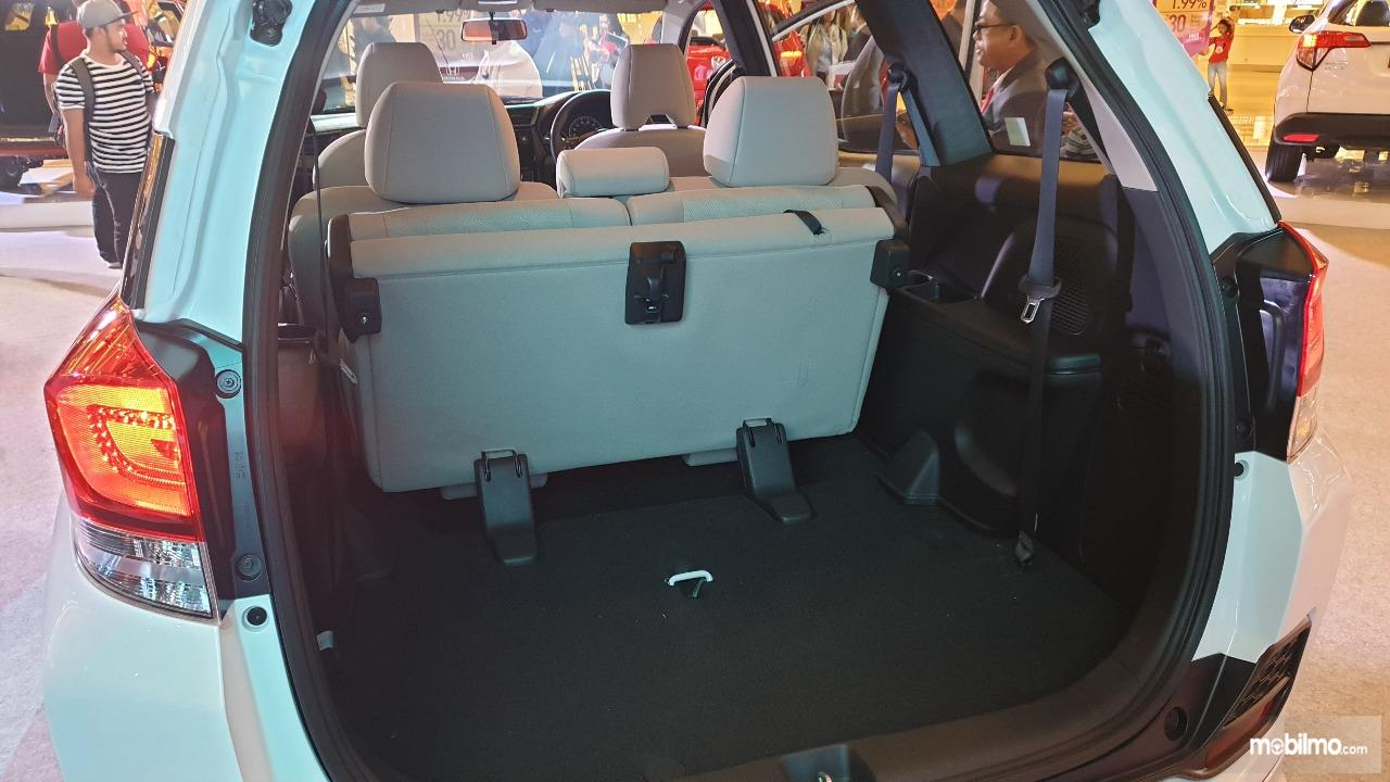 Gambar ruang Bagasi mobil New Honda Mobilio E CVT 2019 b2a117e89b