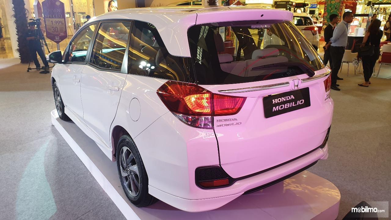 Review New Honda Mobilio E CVT 2019   Tampilan Belakang 324b03f5f4