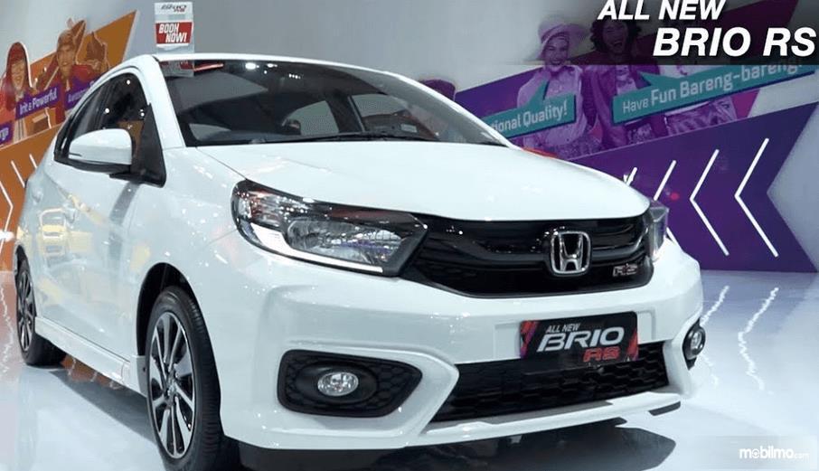 Gambar ini meunjukkan mobil New Honda Brio Rs dengan warna putih