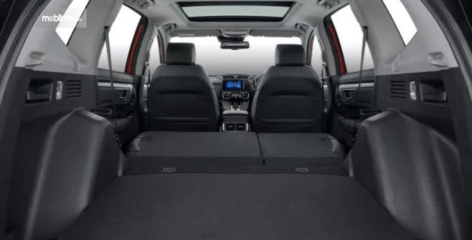 Gambar ini menunjukkan bagasi mobil Honda CR-V 2.0 2019