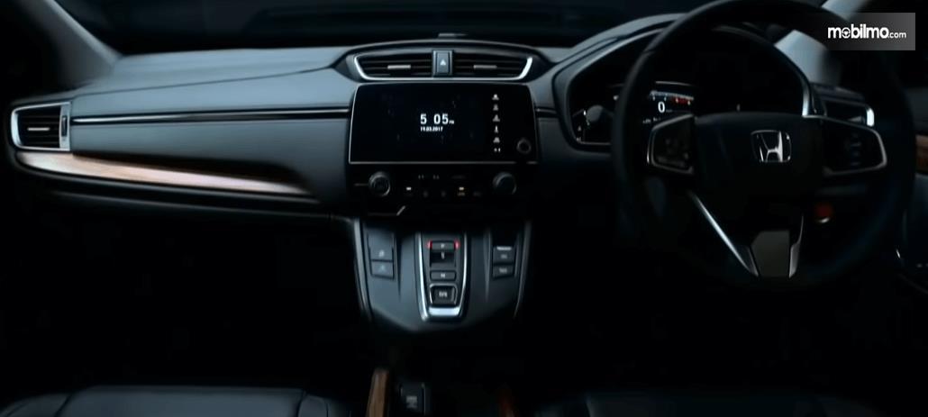 Gambar ini menunjukkan dashboard dan kemudi mobil All New Honda CR-V 2.0 2019