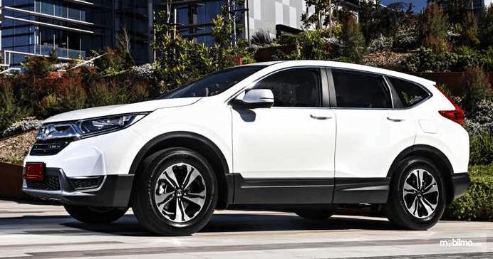 Gambar ini menunjukkan bagian samping All New Honda CR-V 2.0 2019 warna putih