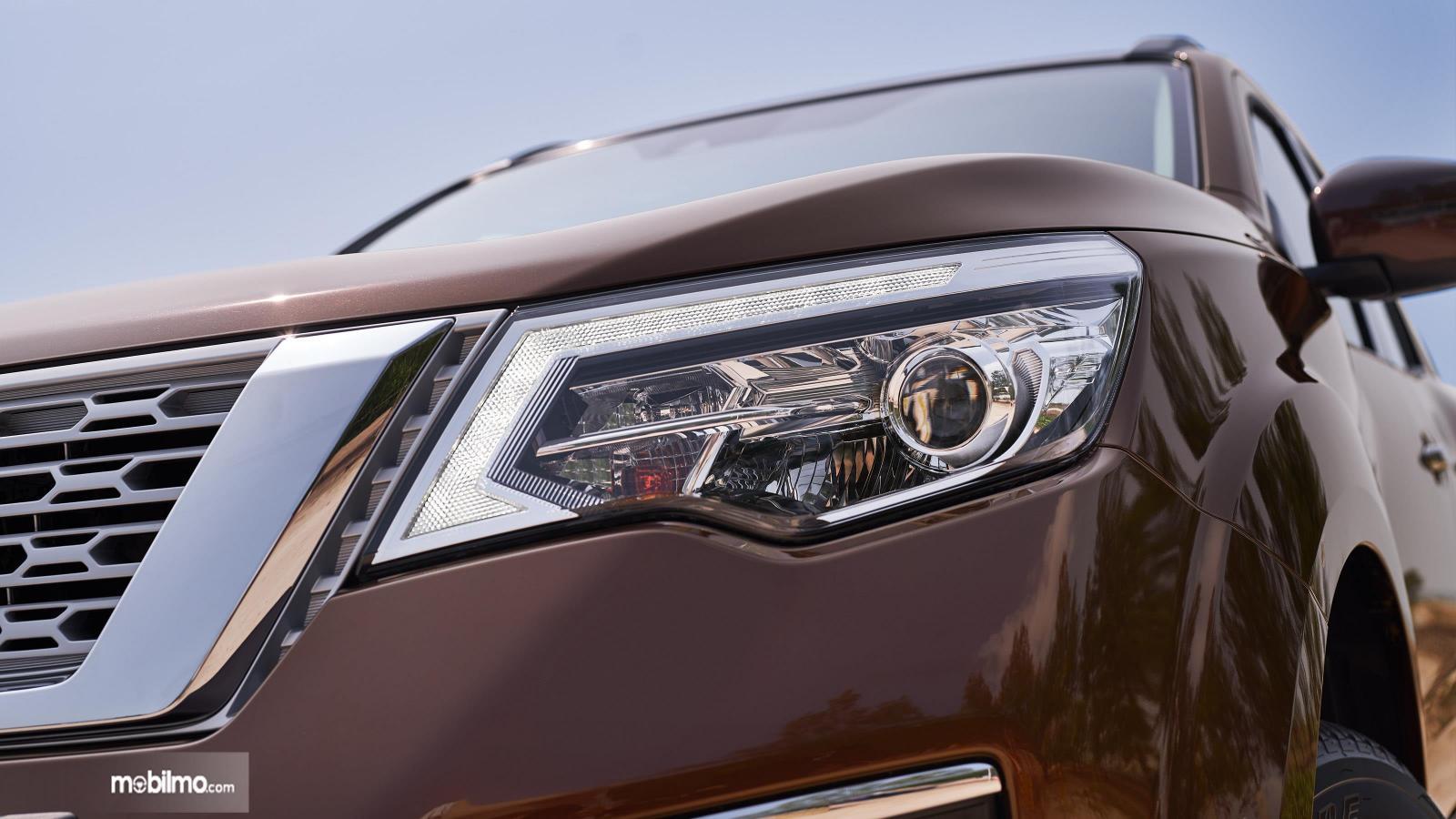 Foto lampu utama Nissan Terra