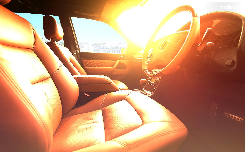 Foto kabin mobil terpapar sinar matahari